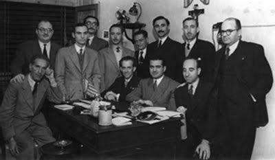Fuster amb Jaume Bru Vidal, Casp i Adlert en una tertúlia literària a València durant la postguerra.