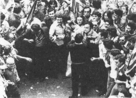 Violència blavera durant un 9 d'octubre a la Transició.