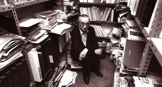 Joan Fuster a sa casa, 1989. Foto: Jesús Ciscar/El País