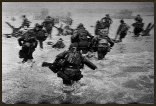 Omaha Beach, 6 de juny de 1944. Foto, Robert Capa.
