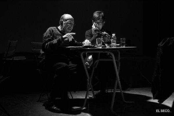 Marc Granell i Begonya Pozo en un acte de poesia per la revolta, 2010.