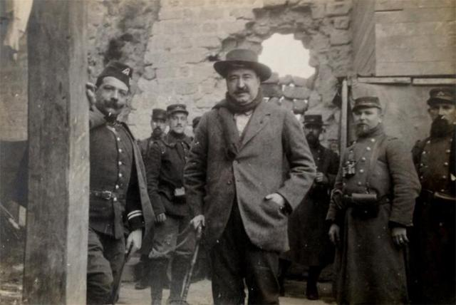 Blasco Ibáñez en una visita al front durant la Gran Guerra.
