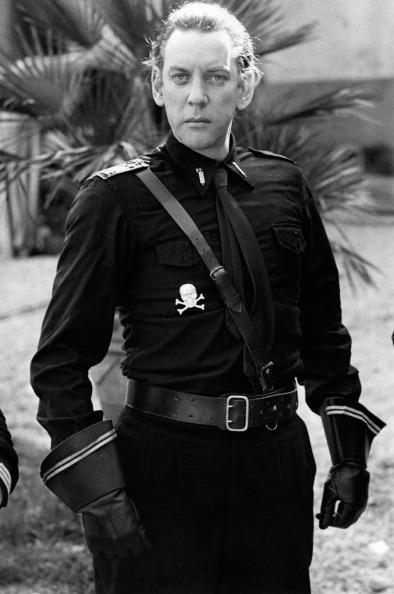 Donald Sutherland vestit de feixista italià per al rodatge de la pel·lícula de Bertolucci, Novecento.