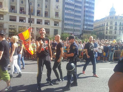 Manifestants nazis en la manifestació del 9 d'octubre de 2014 a la ciutat de València.