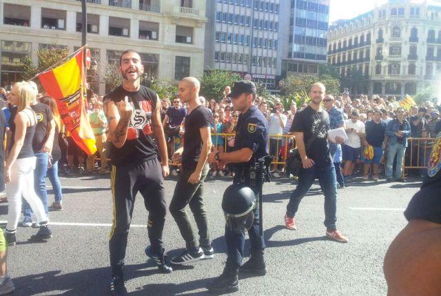 Nazis durant la processó cívica del passat 9 d'octubre a València.
