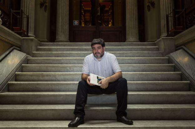 Francesc Viadel, a les escales de la biblioteca Arús de Barcelona. Foto, Enric Català.