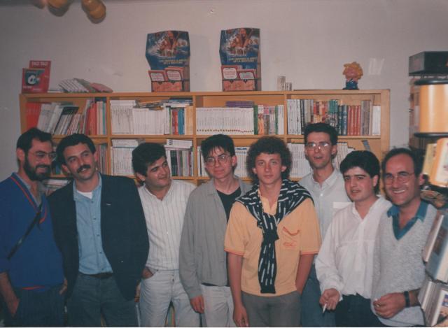 D'esquerra a dreta, Juli Camarasa, Joan Navarro, Vicent Silvestre, Josep Manel Esteve, Xavier Saà, Vicent Nàcher, Francesc Viadel i Octavi Monsonís, durant la presentació del segon número de L'Horabaixa a la llibreria Xúquer d'Alzira.