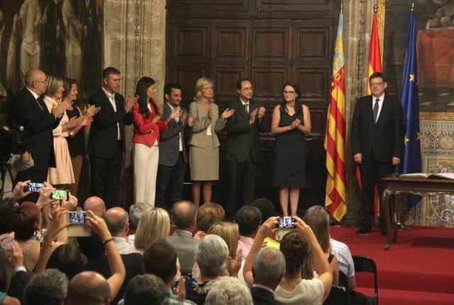 El nou govern valencià de Ximo Puig pren possessió amb el mandat de fer