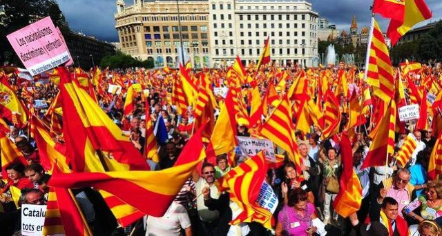 Manifestació en Barcelona del 17 d'octubre de 2014 contra la independència de Catalunya.
