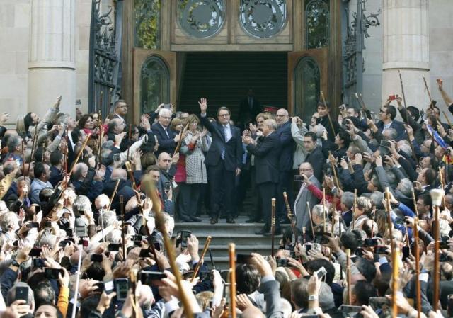 15 d'octubre de 2015, Mas a la porta del TSJC al passeig Lluís Companys de Barcelona després de declarar com a imputat per la consulta del 9N.