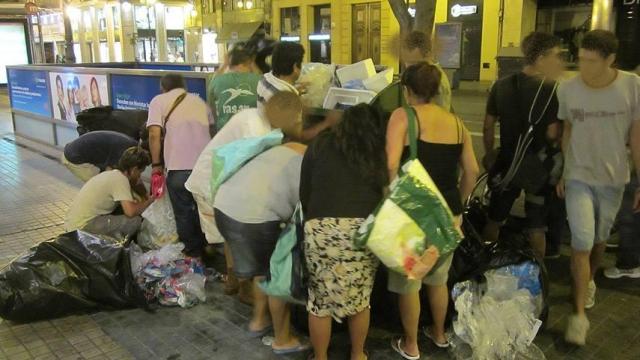Imatge eloqüent de la fam desfermada en Espanya per la crisi econòmica.