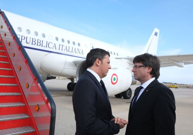 Renzi i Pugidemont a l'aeroport de Reus.