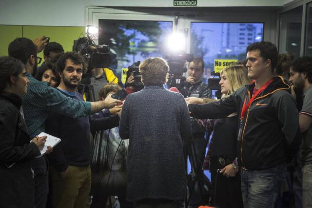 Colau compareix davant dels mitjans. Foto, M. Minocri/El País