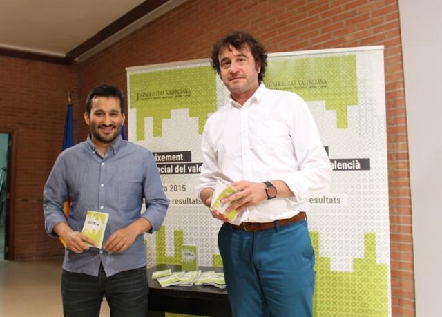 El conseller Marzà i el director de Política Lingüística, Rubén Trenzano, durant la presentació de Coneixement i ús social del valencià 2015.