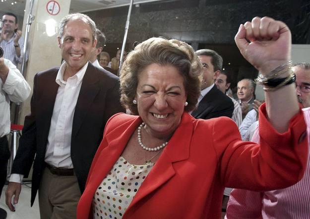Barberá, amb l'aleshores president de la Generalitat, Francisco Camps, celebra la victoria del PP en les europees de 2009. Foto EFE/Manuel Bruque