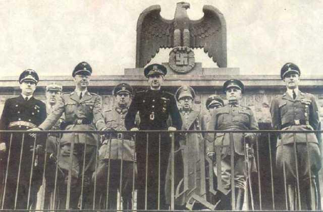 Serrano Suñer, al mig, a Berlín junt amb el genocida Heinricch Himmler.