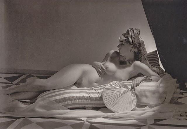 Odalisca, Horst P. Horst, 1943.