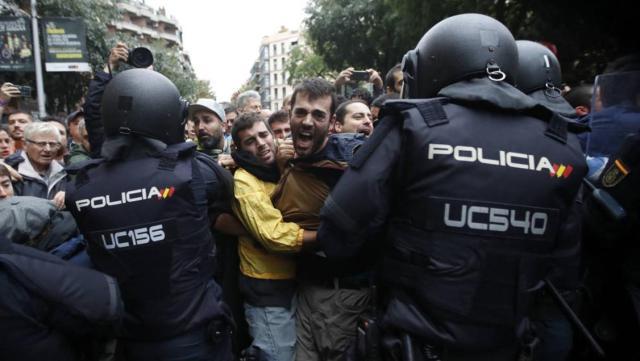 img_20180111-082756_un-alcalde-del-psc-denuncia-amenazas-tras-criticar-las-cargas-policiales-del-1-o-kpyF-U434215346736P3B-1126x636@RAC1-Web